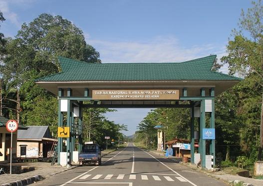 Pintu gerbang Taman Nasional Rawa Aopa Watumohai (2014)