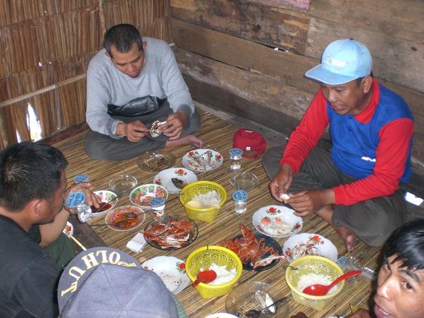 Wisata kuliner di Muara Lanowulu (NN, 2010)