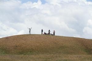Bukit Teletubies Pampaea dengan rumput yang selalu pendek